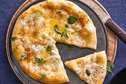 Roros geniale und weltbeste Knoblauchpizza 7