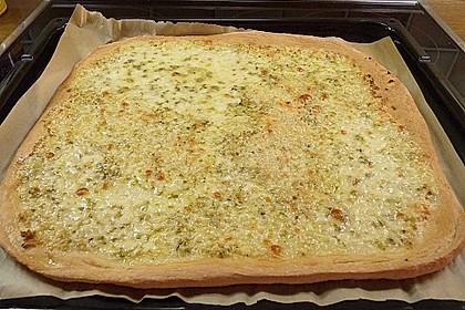 Roros geniale und weltbeste Knoblauchpizza 20