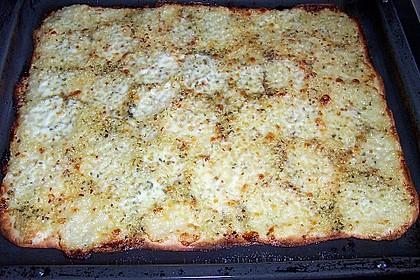 Roros geniale und weltbeste Knoblauchpizza 24