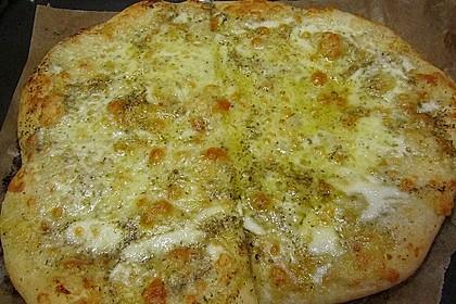 Roros geniale und weltbeste Knoblauchpizza 16