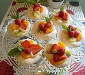 Meringe Früchtenester mit Lemon Curd (Bild)