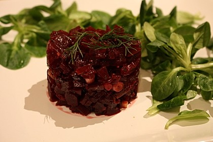 Tatar von Rote Bete mit Feldsalat