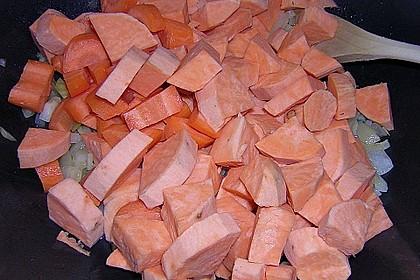 Süßkartoffelcurry mit karamellisierter Ananas 24