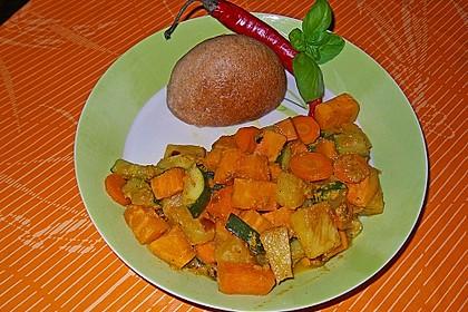 Süßkartoffelcurry mit karamellisierter Ananas 20