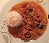 Paprika - Hähnchen - Geschnetzeltes mit Zucchini und Weißwein (Bild)