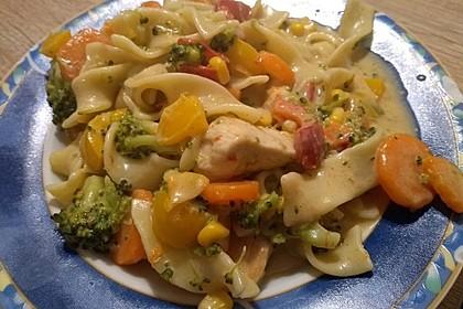 Hähnchen-Gemüse-Kokos-Pfanne (Bild)