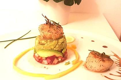 Jakobsmuscheln auf Avocado - Mango - Salat mit Zwiebelvinaigrette 4