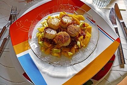 Jakobsmuscheln auf Avocado - Mango - Salat mit Zwiebelvinaigrette 20