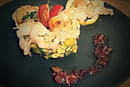 Jakobsmuscheln auf Avocado - Mango - Salat mit Zwiebelvinaigrette 15