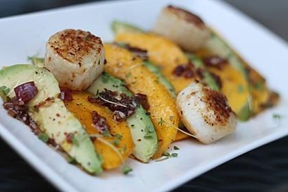 Jakobsmuscheln auf Avocado - Mango - Salat mit Zwiebelvinaigrette 3