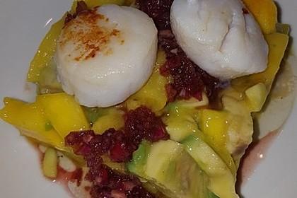 Jakobsmuscheln auf Avocado - Mango - Salat mit Zwiebelvinaigrette 18