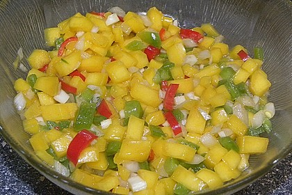 Garnelenspieße auf Mango-Paprika Salat 3