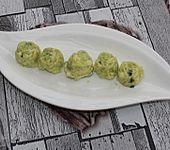 Butter mit Avocadopüree und feinen Gewürzen (Bild)