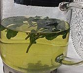 Leckerer Pfefferminztee aus frischer Pfefferminze auch als Eisteevariante (Bild)