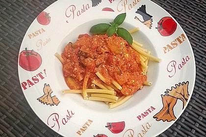 Penne mit Tomaten-Zucchini-Schafskäse Sauce (Bild)