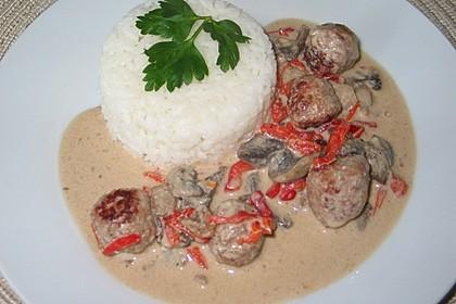 Bratwurstbällchen mit Champignonsoße und Reis