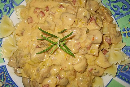 Nudeln mit cremiger Champignon - Lauch - Soße 11