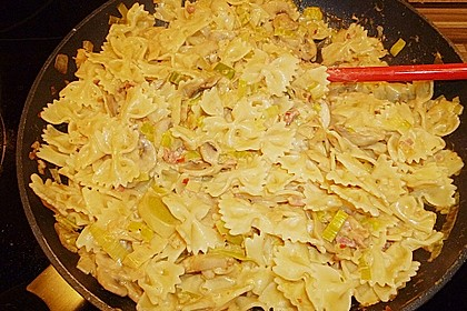 Nudeln mit cremiger Champignon - Lauch - Soße 7