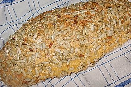 Frischkäsebrotstange mit Kräutern und Sesamkruste 5