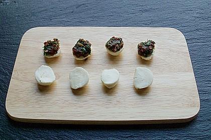 Gefüllter und umwickelter Mozzarella mit Olivenöl - Balsamicodressing 1
