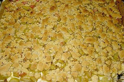 Rhabarberkuchen mit Vanillecreme und Streusel 96