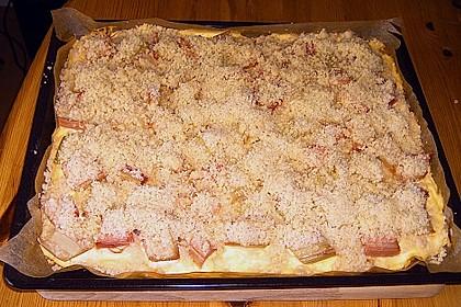 Rhabarberkuchen mit Vanillecreme und Streusel 195