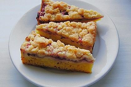 Rhabarberkuchen mit Vanillecreme und Streusel 83