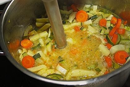 Leichte Zucchinisuppe 25