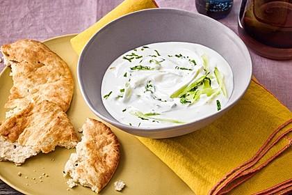 Gurken-Minz-Raita mit Chapatis