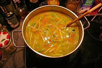 Kartoffelcremesuppe mit Gemüseeinlage und Würstchenscheiben 2