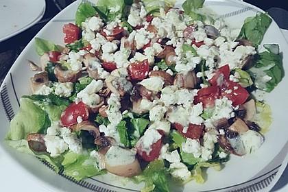 Grüner Salat mit Feta und Pilzen 1
