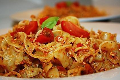 Pasta mit Pesto Rosso und Schafskäse 1