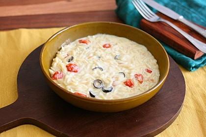 Kritharaki Nudeln mit geschmolzenen Kirschtomaten und Oliven 1