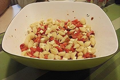 Roter Pastasalat (Bild)