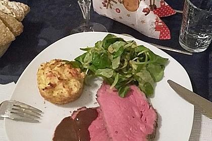 Saftige NT-Kalbsnuss an glacierten Möhren und Kartoffelsoufflé 4