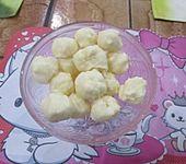 Pralinen mit weißer Schokoladencrème (Bild)
