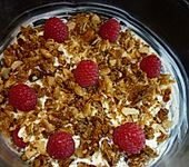 Himbeer-Frischkäse-Sahne-Dessert mit Knusperkruste (Bild)