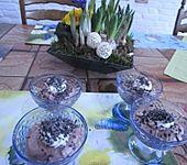 Schokoladenpudding mit Sahne (Bild)