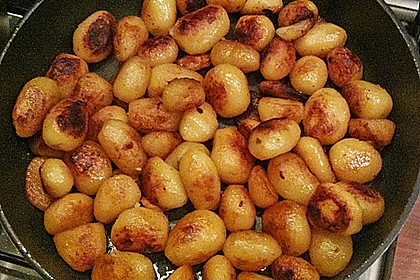 Grünkohl mit Kasseler, Kohlwürsten und Schweinebacke, dazu Süßkartoffeln