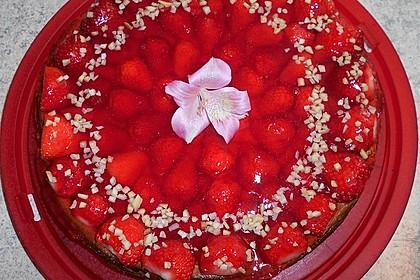 Käsekuchen mit Erdbeeren (Bild)