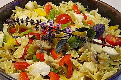 Lauwarmer Nudelsalat mit Mozzarella 2