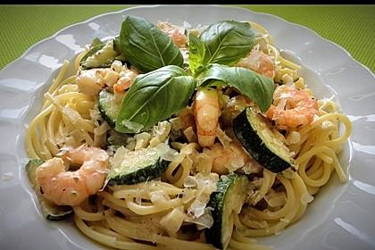 Spaghetti in Zucchini-Shrimps Sahnesauce 1