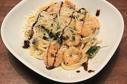 Spaghetti in Zucchini-Shrimps Sahnesauce 20