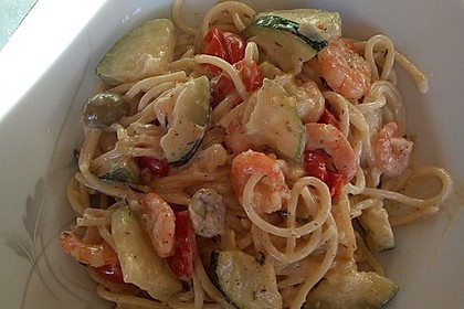 Spaghetti in Zucchini-Shrimps Sahnesauce 8