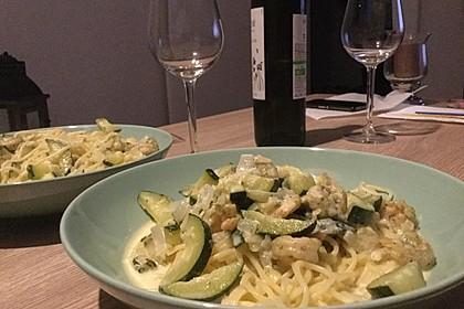 Spaghetti in Zucchini-Shrimps Sahnesauce 11