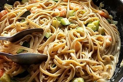 Spaghetti in Zucchini-Shrimps Sahnesauce 33