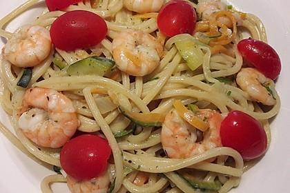 Spaghetti in Zucchini-Shrimps Sahnesauce 9