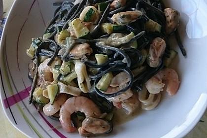 Spaghetti in Zucchini-Shrimps Sahnesauce 35