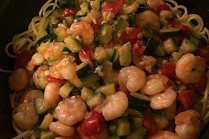 Spaghetti in Zucchini-Shrimps Sahnesauce 37