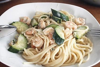 Spaghetti in Zucchini-Shrimps Sahnesauce 14